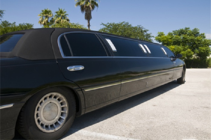 LIMO SERVICE IN PLAINVIEW NY